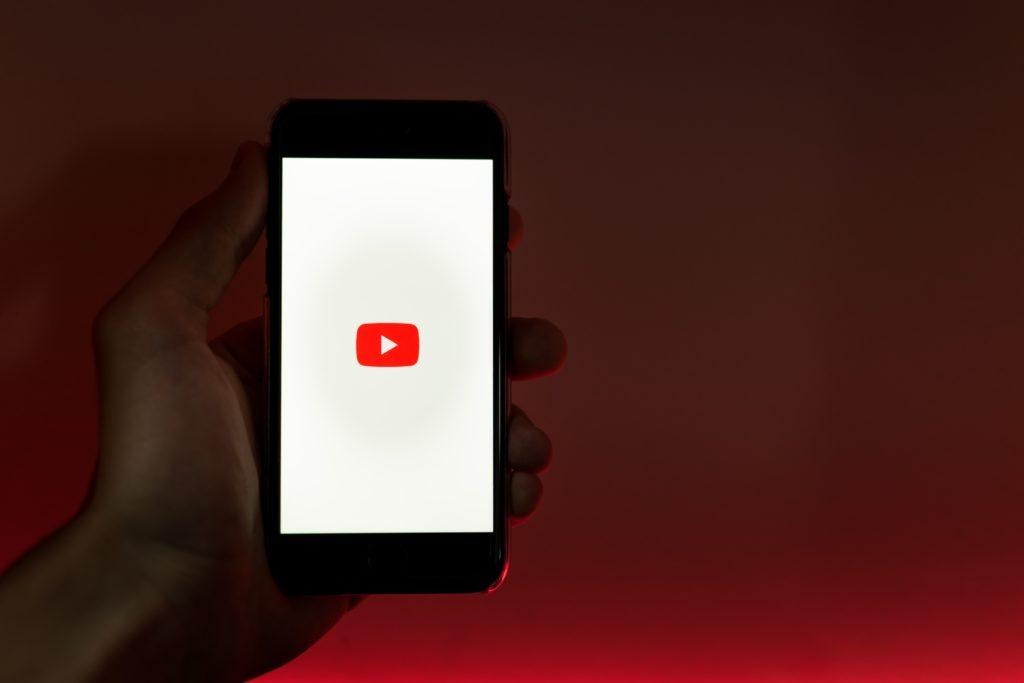 中学生が金を稼ぐ方法はYouTubeで動画投稿する